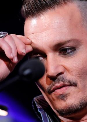 Em ataque de raiva, Johnny Depp cortou o dedo ao brigar com Amber Heard