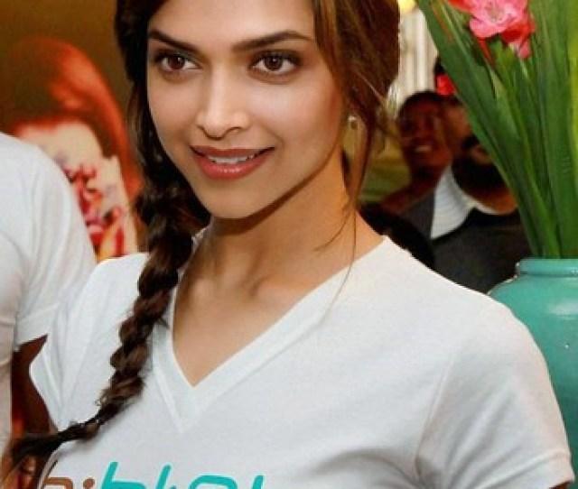 Sexy Deepika Padukone In Hot Tight T Shirt Photo