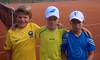 Erik, Theodor och Viktor, tre bra tennisspelare.