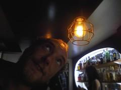 Un bar lunineux à Lisbonne