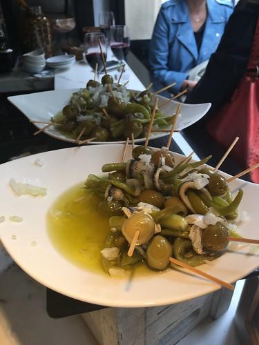 """Les olives """"gildas"""" très populaires."""