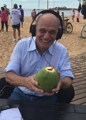 Boechat curte Troféu Imprensa com água de coco e agradece bronca de Silvio