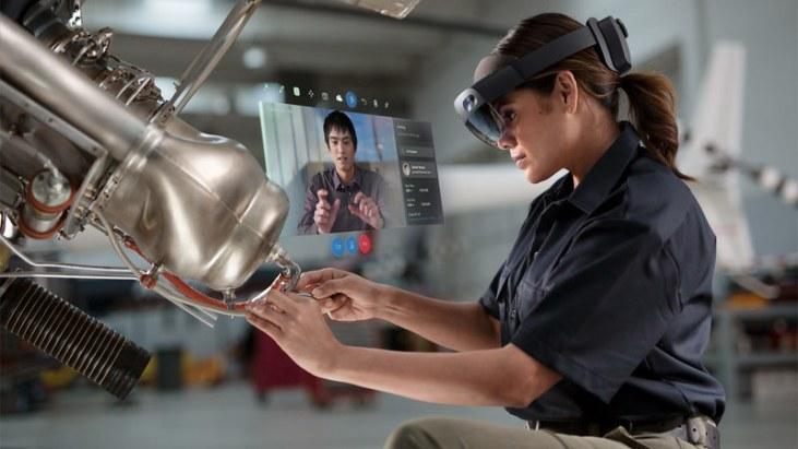 HoloLens2_RemoteAssist_woman-1000x562