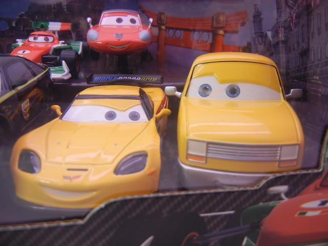 DISNEY STORE CARS 2 PIT CREW CHIEF SET #2 (4)