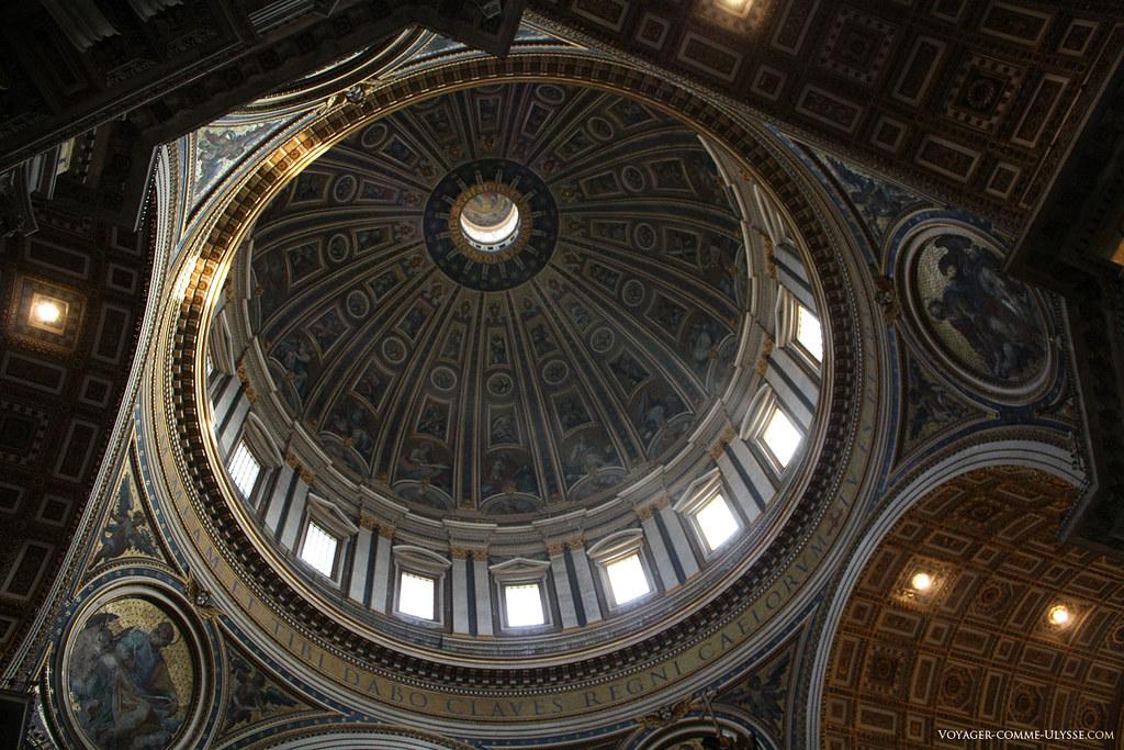 L'intérieur du dôme de la basilique, point majeur du génie architectural mis en œuvre dans cette église unique au monde. Aucune coupole au monde n'est aussi haute.