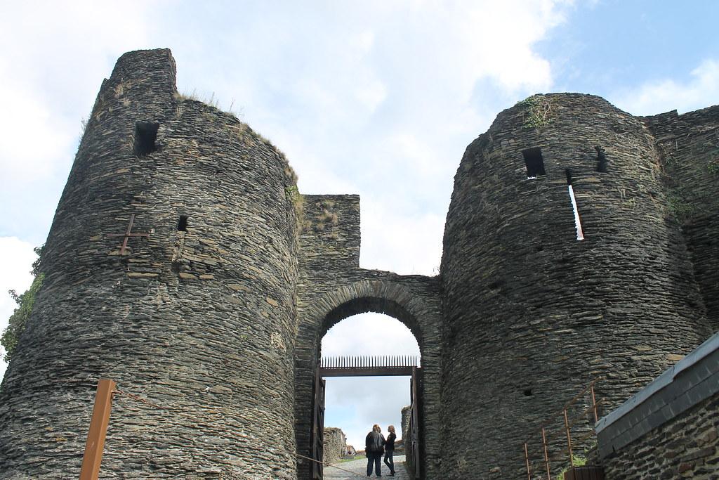 Castillo feudal de La Roche en Ardenne