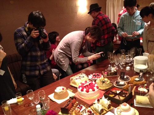 スイーツ男子たちが熱心に撮影@甘党男子3周年&Xmasスイーツ交流会