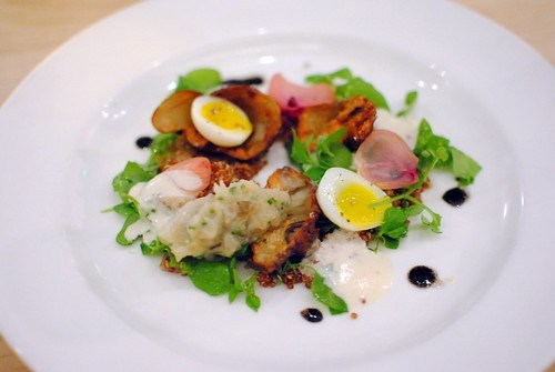 Jerusalem artichoke, onions cooked in hay, chickweed, quinoa, quail egg2