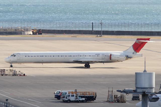 JAL MD-90-30(JA8062)