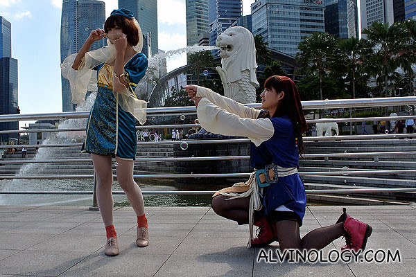 Proposing in front of the Merlion