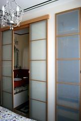 Puertas del baño y armario ropero