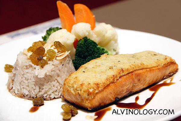 Rachel ordered a salmon main