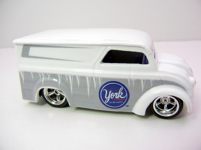 HOT WHEELS NOSTALGIA HERSHEYS DAIRY DELIVERY (2)