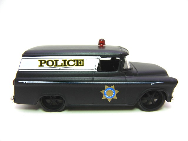 JADA BADGE CITY HEAT 1957 CHEVY SUBURBAN SHERIFF FLAT BLACK (2)