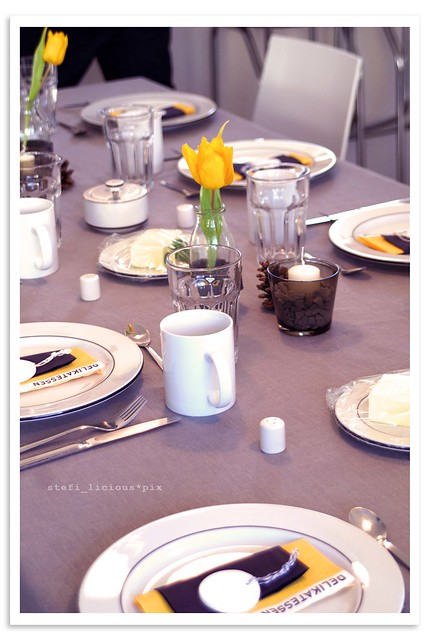 table_grey+yellow_2