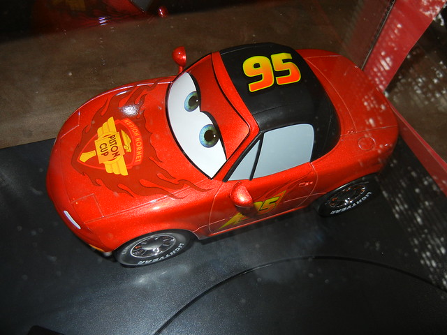 disney store cars 2 1 18 lightning mcqueen mia and tia diecast set (6)