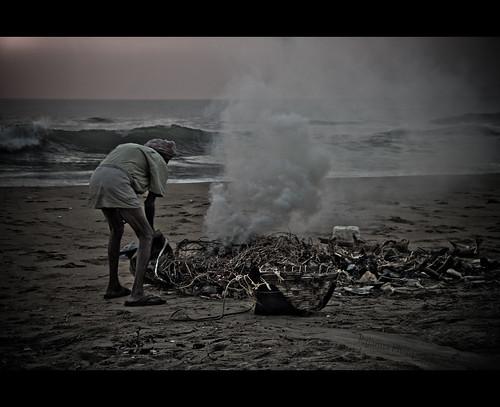 முதுமையும் குப்பையும் by Varnajaalam @ Rajanna