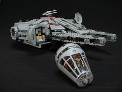 7965 Millennium Falcon Review: cockpit
