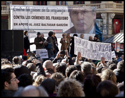 Manifestación de apoyo al juez Baltasar Garzón/ Demonstration in support of Judge Baltasar Garzon by Tarzán de los gnomos