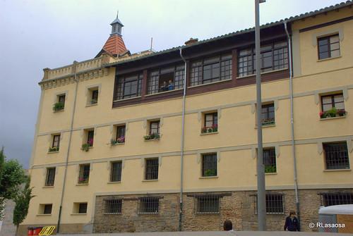 Lateral de la iglesia de San Fermín de Aldapa.