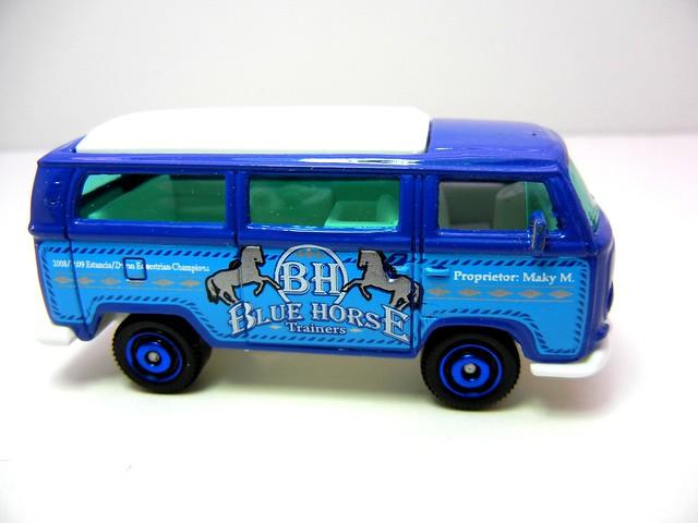 MATCHBOX VOLKSWAGEN T2 BUS BLUE HORSE (2)