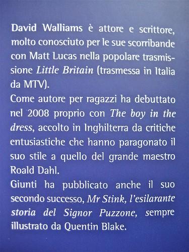 David Walliams, Campione in gonnella (The Boy in the Dress), Giunti 2011. Illustrazioni di Quentin Blake, progetto grafico di Simonetta Zuddas. risvolto della q. di cop (part.), 1