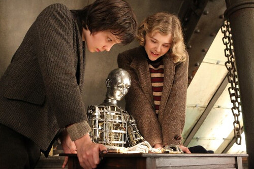 Asa Butterfield and Chloë Grace Moretz in Hugo