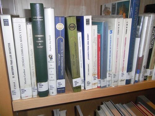 Estanteria Ciencia Biblioteca de Lepanto.