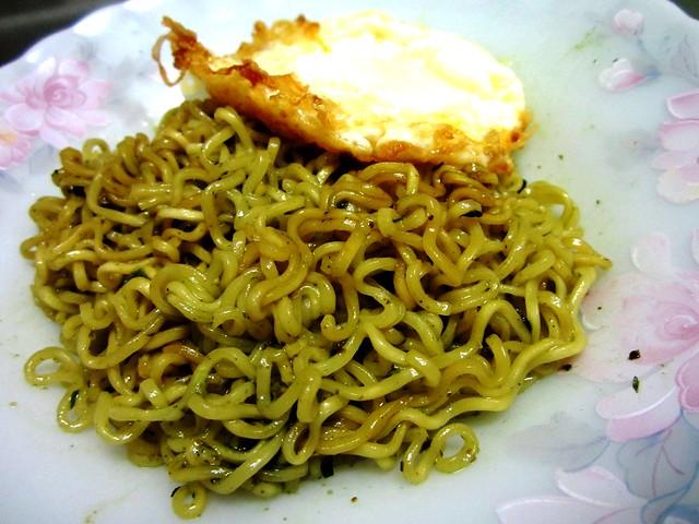 Indomie & fried egg