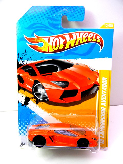 HOT WHEELS '12 LAMBORGHINI AVENTADOR (1)