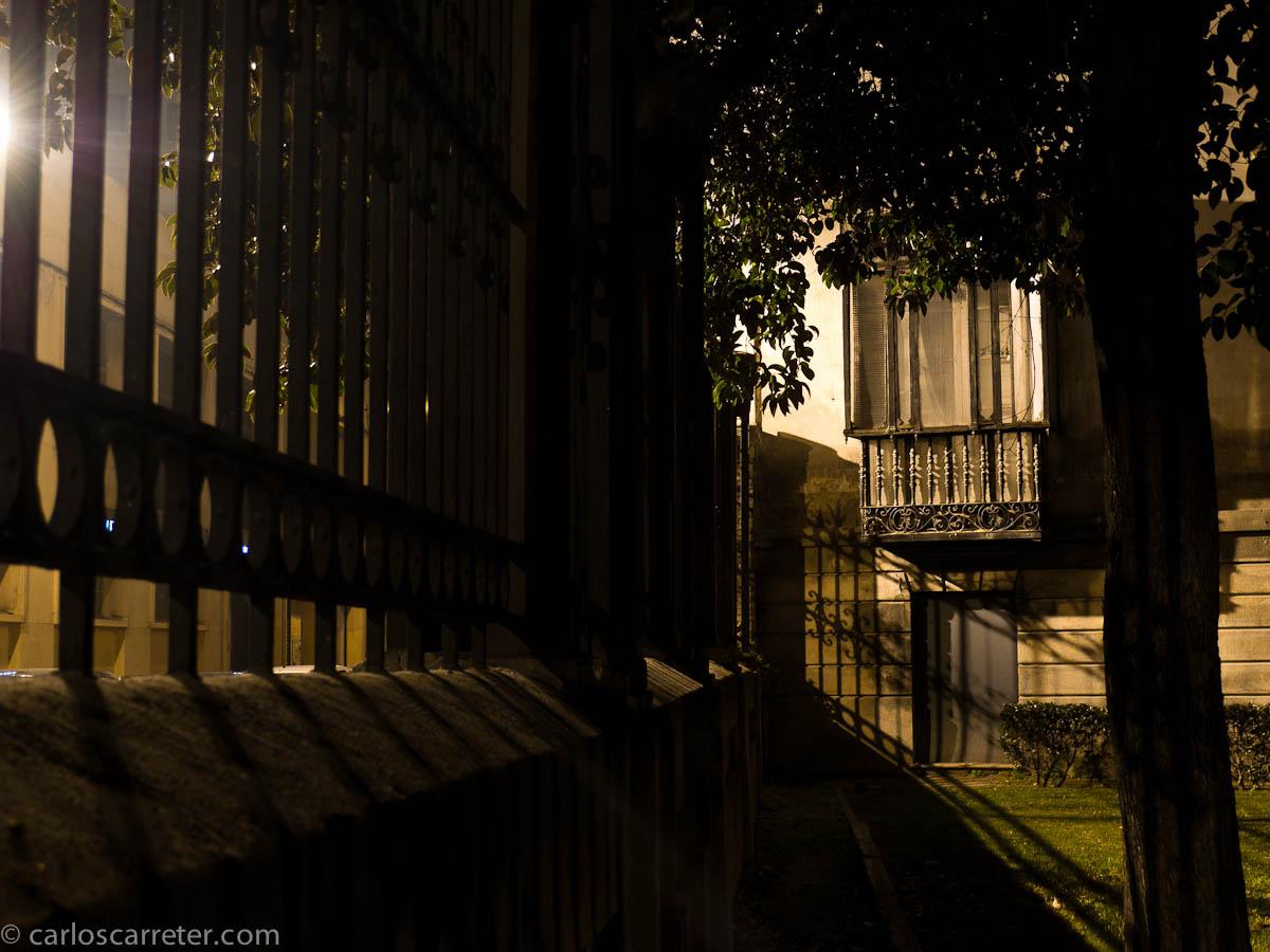 Luces y sombras en el patio