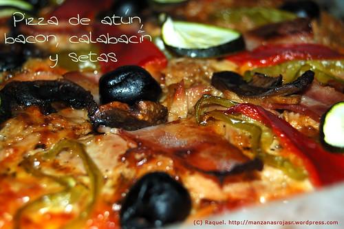 Pizza al taglio: atún, bacon, calabacín y setas