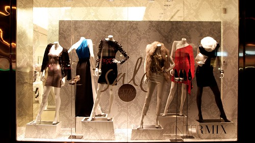6 well-dressed mannequins by wwward0