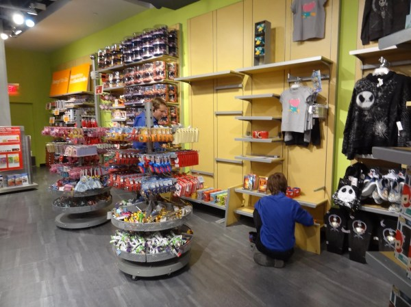 Disney Store Lakeside Mall In Sterling Heights Mi - Sharing