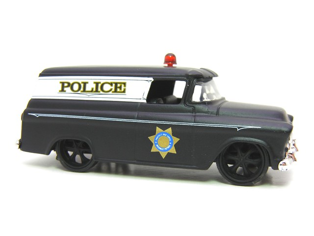 JADA BADGE CITY HEAT 1957 CHEVY SUBURBAN SHERIFF FLAT BLACK (3)