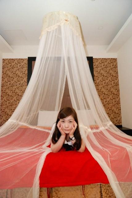 話說這種懸吊式的蚊帳好像不怎麼實用 =.=