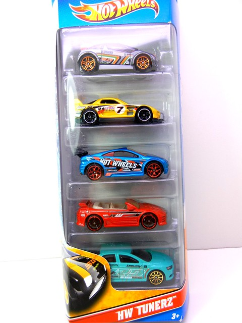 2011 HOT WHEELS TUNERZ 5 PACK (1)