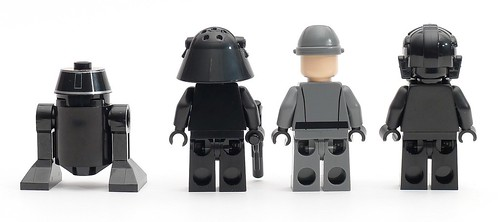 9492 Minifigures Back.JPG