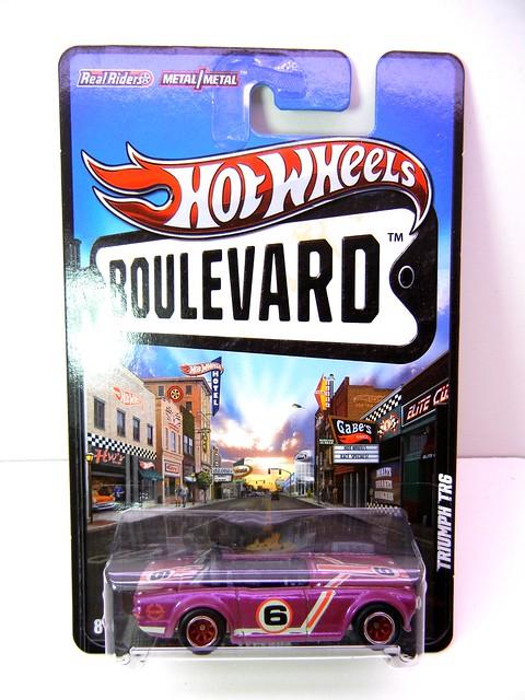 hot wheels boulevard triumph tr6 (1)