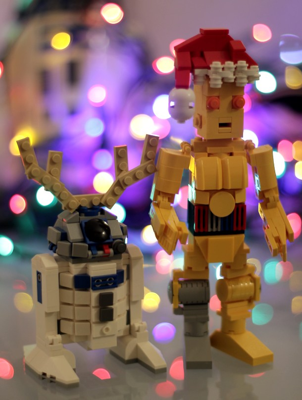 Artoo-Deertoo and Santa-Pio
