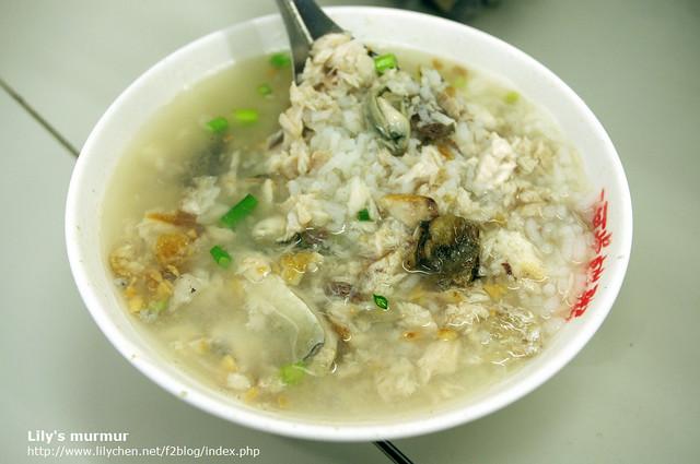 這是我點的綜合鹹粥,用料很豐富!吃得出來鮮味,但虱目魚還是有點腥味跑出來。