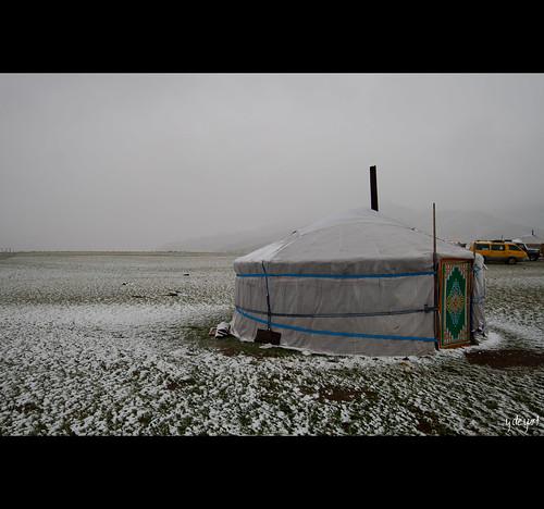 Yurt sobre un escenario nevado