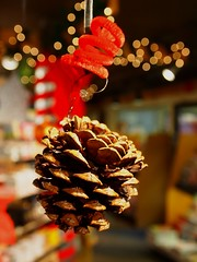 Simple, good cheer! Pinecone decoration