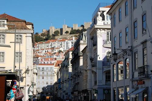 (in de verte) Castelo de São Jorge