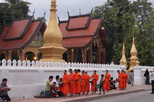 20120131_3278_monks-procession