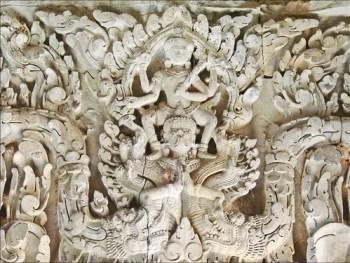 Vishnu sur Garuda (Thommanon, Angkor)