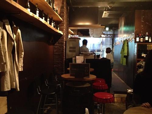店内はそんなに広くないですね。@桜丘 ワヰン酒場 渋谷西口店