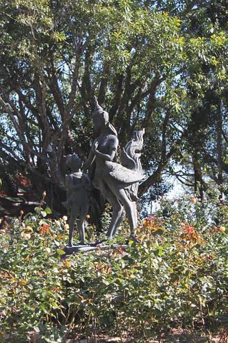 20120117_1779_Bhuping-Palace-statue