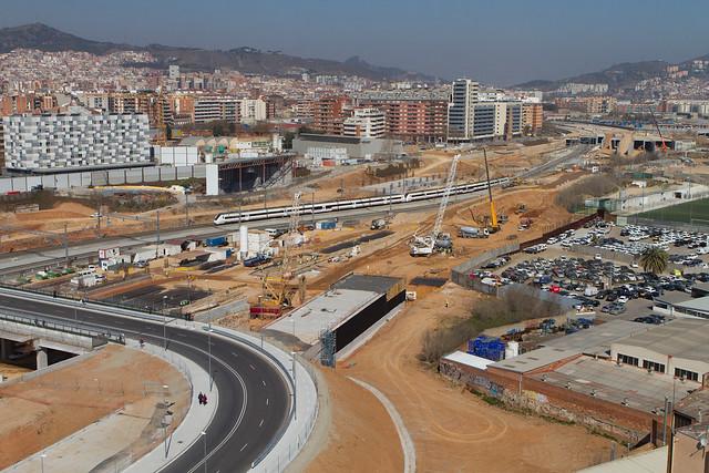 Vistas de las obras con el vial de vehículos avanzando hacia Sant Andreu - 13-03-2012