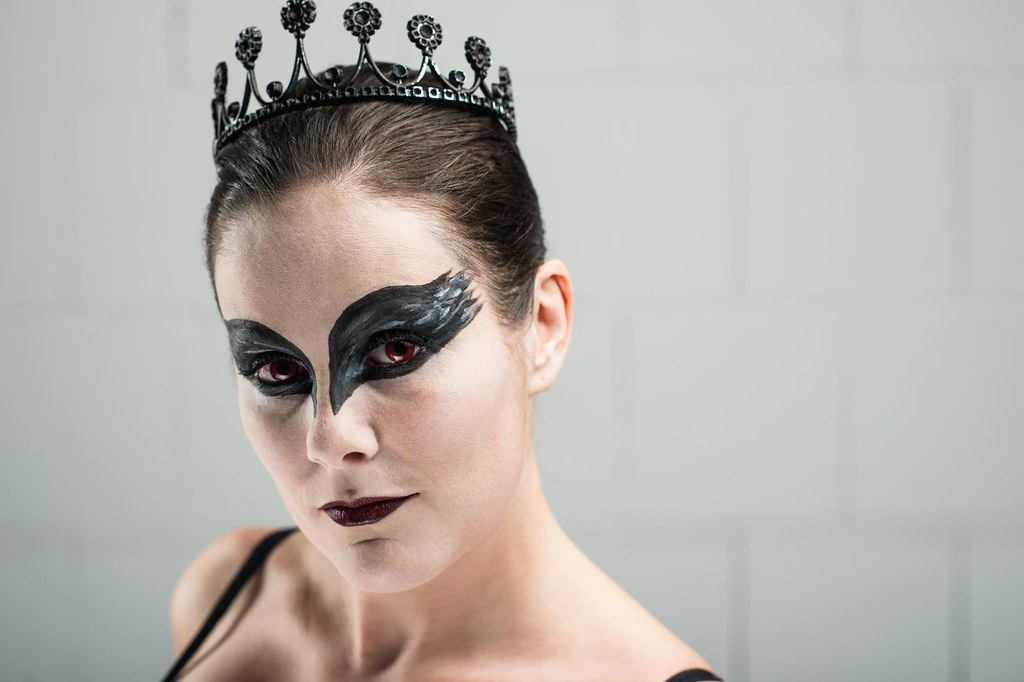 Estrella - Black Swan Cosplay
